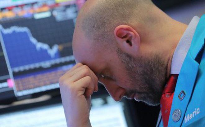 Chứng khoán Mỹ đỏ sàn sau khi FED chính thức tăng lãi suất